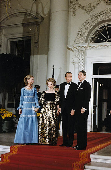 392px-President_Reagan_and_Mrs._Reagan_greet_King_Juan_Carlos_I_and_Queen_Sophia_of_Spain_1981