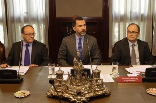 Prince Felipe leads a meeting on the economy at the Bank of Spain.