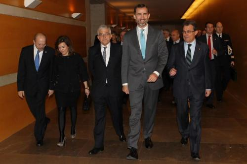 Prince Felipe with Catalan President Artur Mas to his left and Spanish Government Vice President Soraya Sáenz de Santamaría to his right.