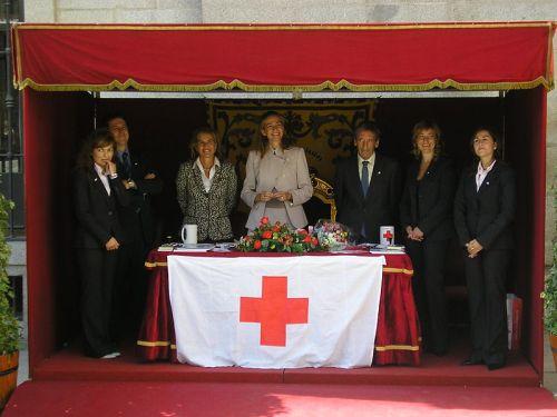 Infanta Cristina, center, at a Red Cross event.
