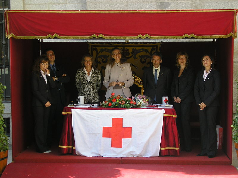 Infanta Cristina, center, at a Red Cross event.
