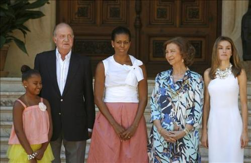 U.S. First Lady Michelle Obama meeting with King Juan Carlos and Queen Sofia at Marivent Palace. © Agencia EFE