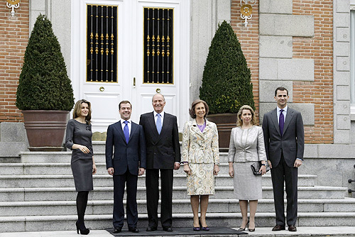 Dmitry_Medvedev_in_Spain_2_March_2009-5