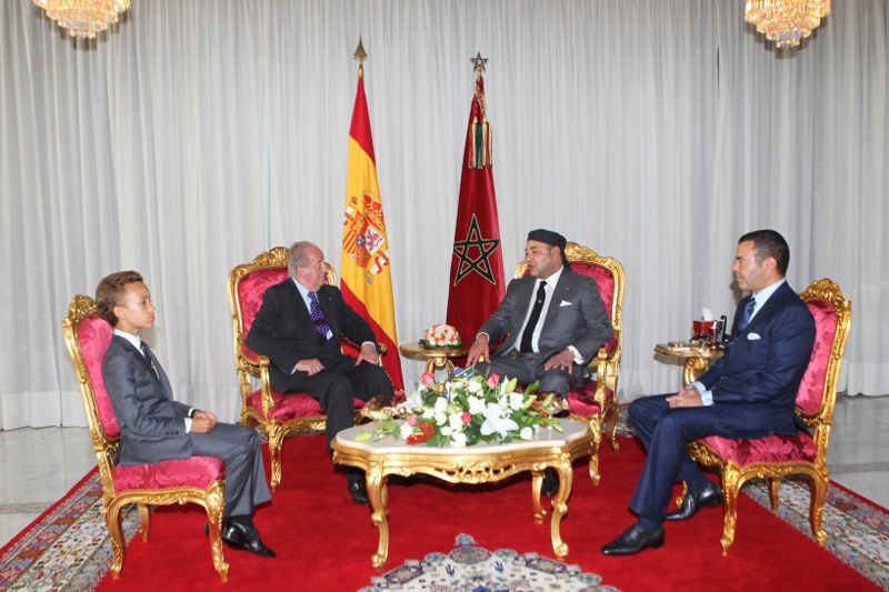 King Juan Carlos meets with members of the Moroccan Royal Family. © Casa de S.M. el Rey / Borja Fotógrafos