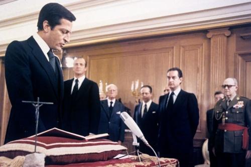 Suárez taking the oath. © Agencia EFE