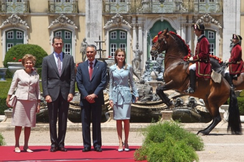 Their Majesties with Portuguese Preisdent Aníbal Cavaco Silva and his wife at Queluz Palace. © Casa de S.M. el Rey / Borja Fotógrafos
