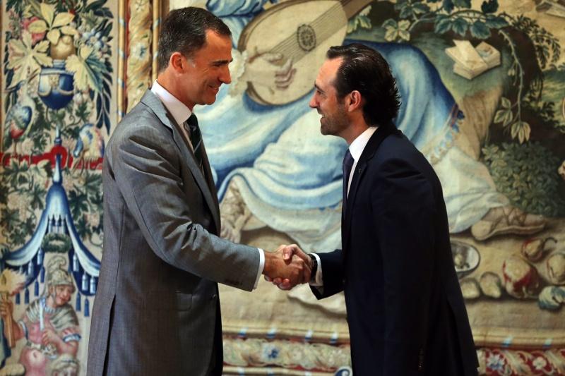 King Felipe with Balearic Islands President José Ramón Bauzá. © Casa de S.M. el Rey / Borja Fotógrafos