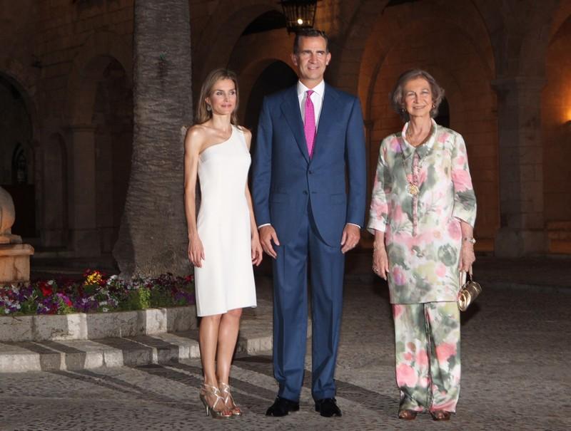 King Felipe, Queen Letizia and Queen Sofia. © Casa de S.M. el Rey / Borja Fotógrafos
