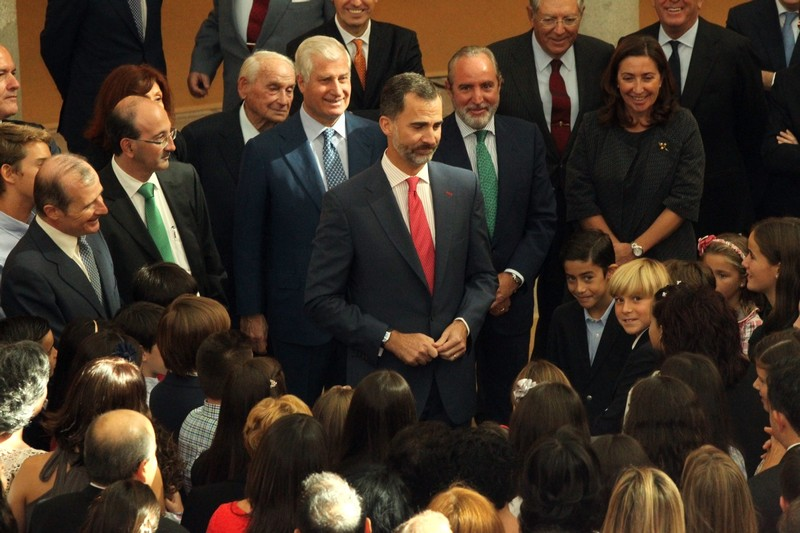 King Felipe greeting students from around Spain. © Casa de S.M. el Rey / Borja Fotógrafos