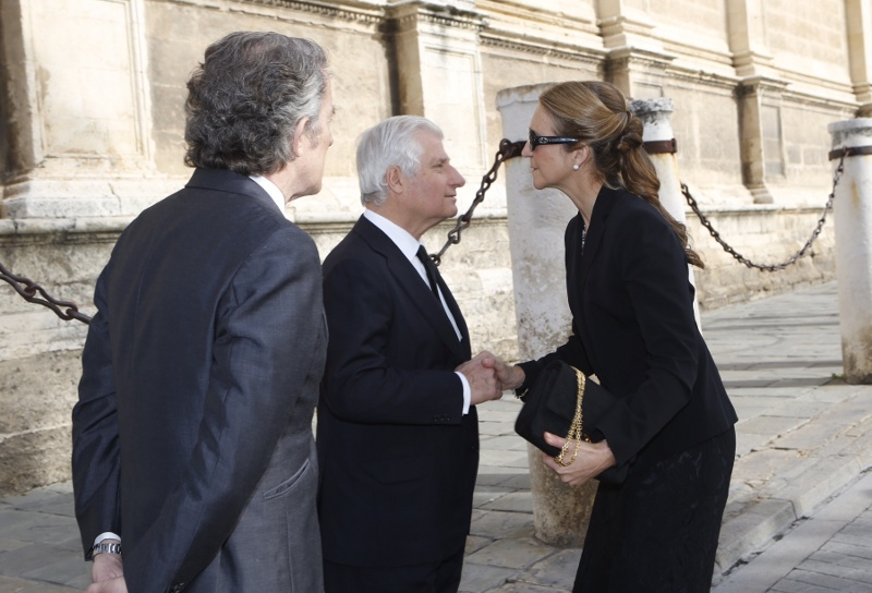 Infanta Elena with the Duchess of Alba's son and widower.