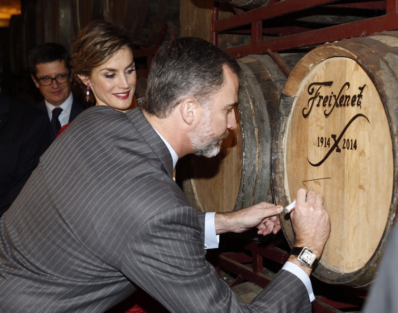 King Felipe and Queen Letizia visiting the Freixenet winery in Barcelona.  © Casa de S.M. el Rey