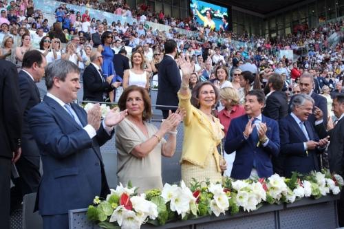 Queen Sofia waves at the Madrid Open. © Casa de S.M. el Rey