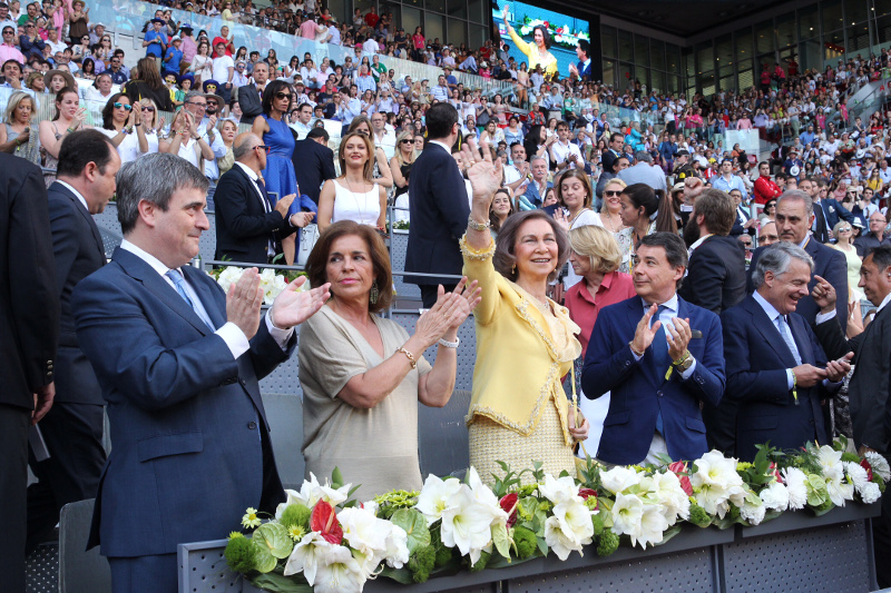 Queen Sofia waves at the Madrid Open. © Casa de S.M. el Rey