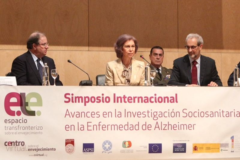 Queen Sofia heading a meeting on mental health. © Casa de S.M. el Rey