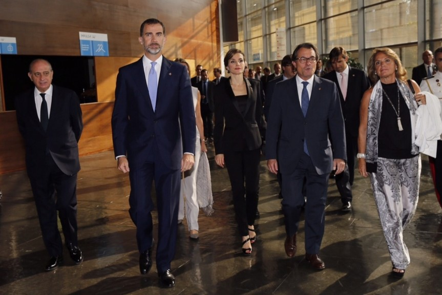 The King and Queen arriving at the Girona Congress Hall with Catalan President Artut Mas.  © Casa de S.M. el Rey