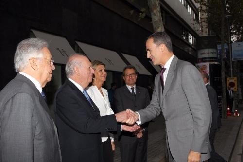 Dignitaries welcome King Felipe to the Iberoamerican Forum summit in Barcelona. Mas is to the right. © Casa de S.M. el Rey