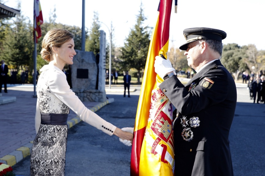 Queen Letizia at a flag ceremony. © Casa de S.M. el Rey