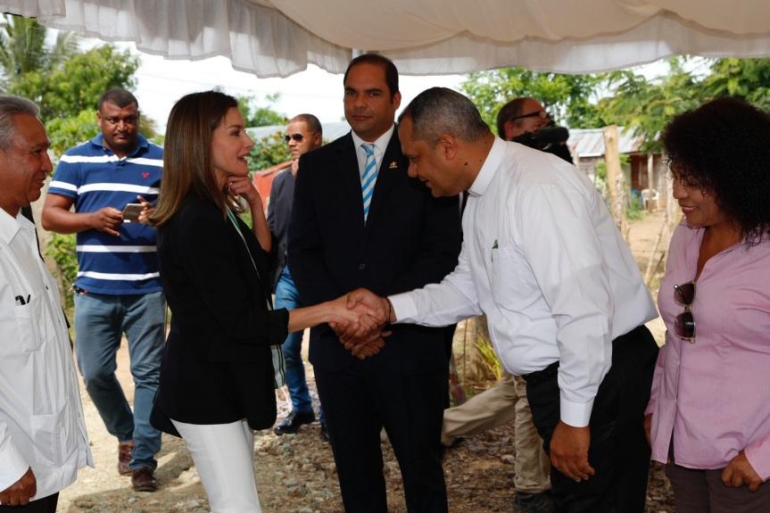 reina_viaje_cooperación_republica_dominicana_haiti_20180521_03